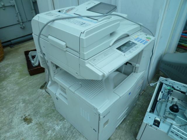 大型複合コピー機